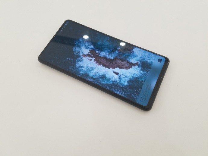 Фейковое фото Xiaomi Mi MIX 2S