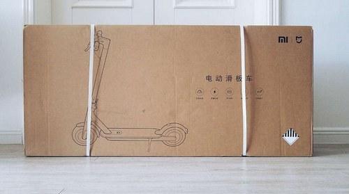 Внешний вид упаковки электросамоката Xiaomi M365 Electric Scooter