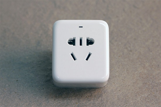 Внешний вид умной розетки из комплекта Xiaomi Mi Smart Home Kit