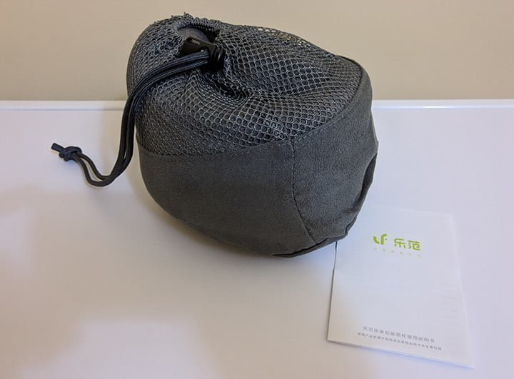 Массажная подушка Xiaomi LeFan Leravan Massage Pillow в чехле
